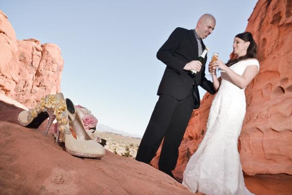 Planning the Ultimate Las Vegas Wedding Made Easy- Valley of Fire wedding