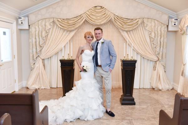 Linen Suit for Groom in the Summer :: Las Vegas Weddings :: Summer Groom Fashion