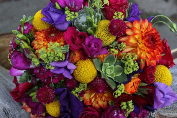 Bright and fun spring wedding flower ideas seasonal flowers for a spring wedding modern or playful mightylinksfo