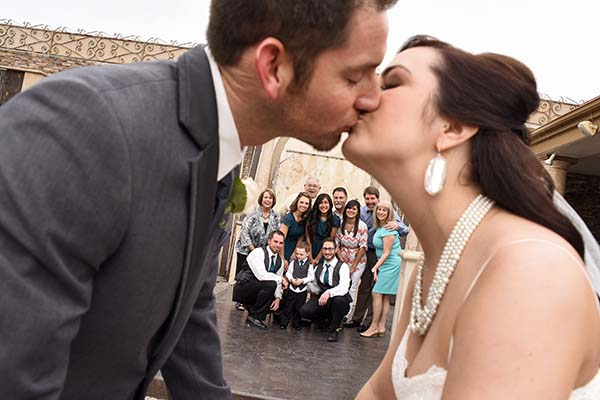 posed wedding photo ideas for family photos