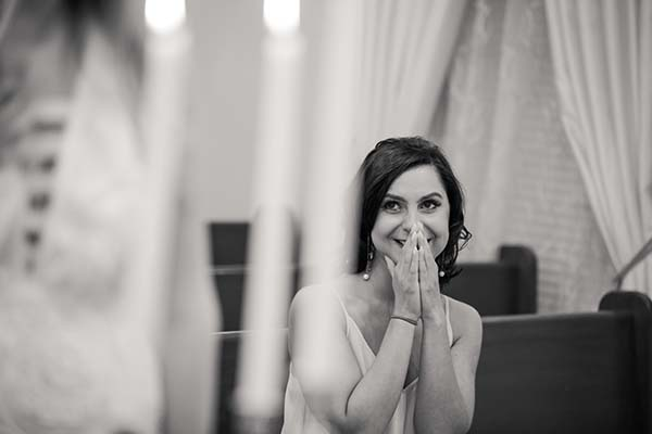 lifestyle wedding photos :: emotional guests
