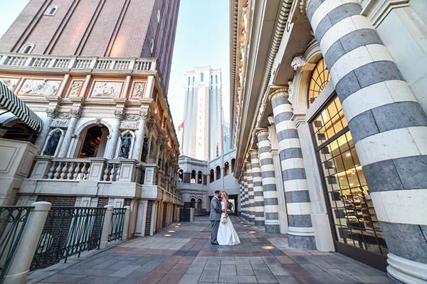 must have wedding photos in Las Vegas