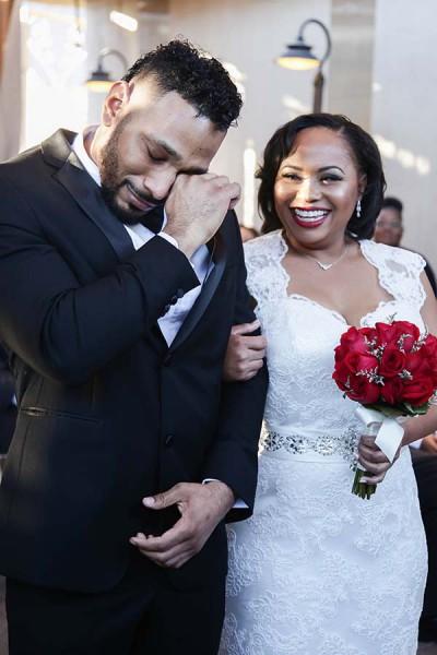 sweet wedding photos :: emotional groom