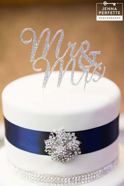 Winter Wedding Ideas : Rhinestone Wedding Cake with Snowflake Brooch
