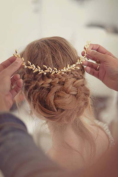 Fall Weddings | Wedding Ideas | Gold Accents in Wedding Hair