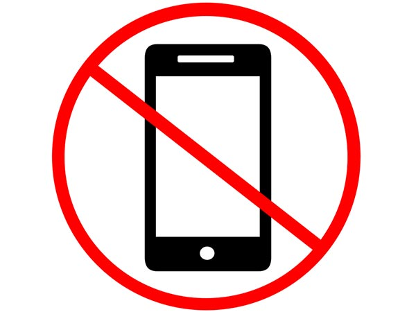 Easy New Years Resolutions That You Will Keep | Put your Cell Phone Away