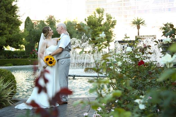Wedding Flower Ideas   Wedding Flower for Any Season   Sunflower Fall Wedding