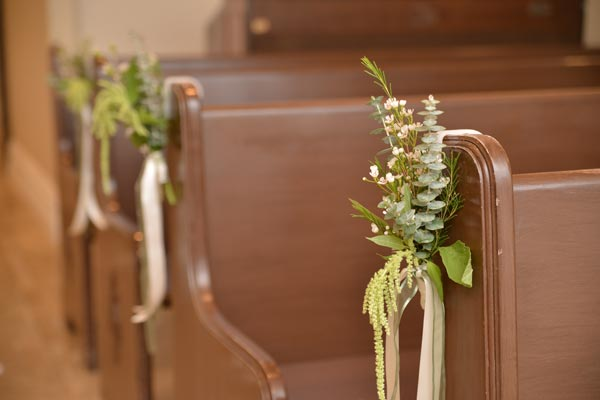 Wedding Flower Ideas | Floral Decor | Pew Marker