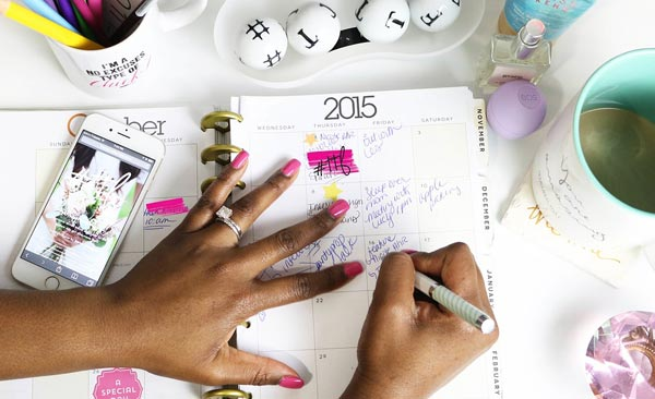 How to Plan your Wedding from Work   Wedding Planning Tips to Save Time